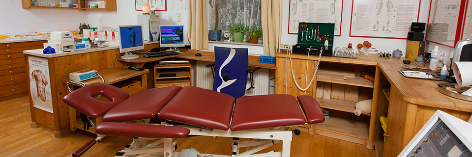 Behandlungsbereich mit der osteopathischen Liege